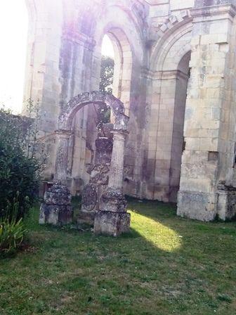Saint-Jean d'Angély : abbatiale inachevée.