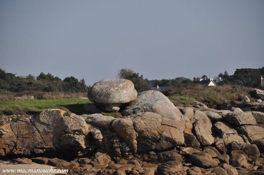 Blocs rocheux aux formes diverses.  (diaporama de 5 photos)