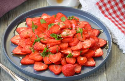 Carpaccio de fraises à la menthe