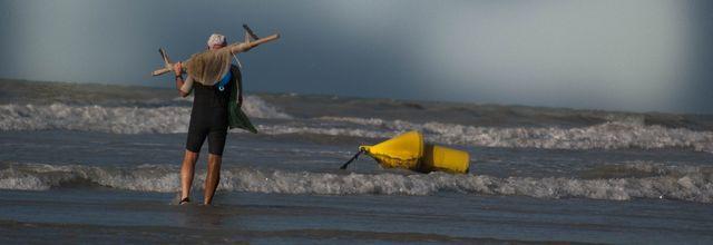 """La Femme """"Je t'attends sur la vague sur la plage ,dans le sable et tant pis si je meurs demain ,si le rouleau m 'entraine dans les entrailles de la vague"""""""