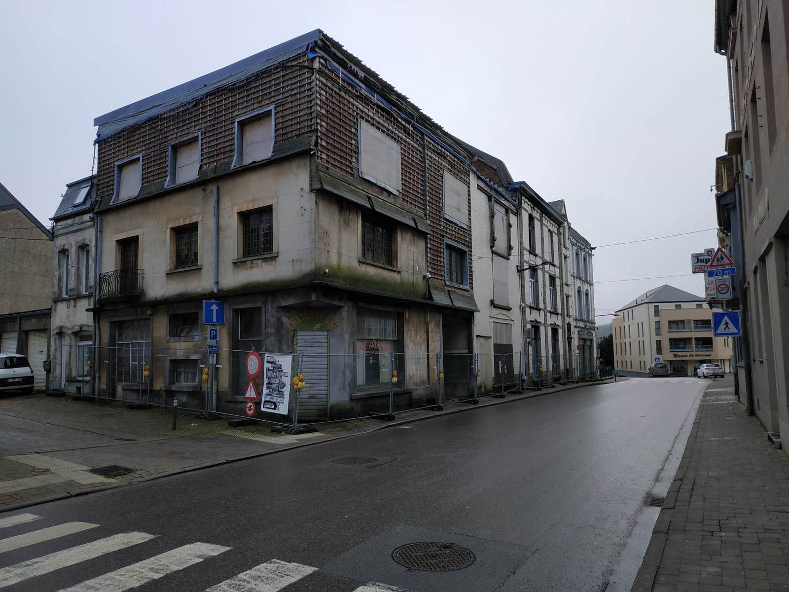 Les immeubles sinistrés au centre ville.