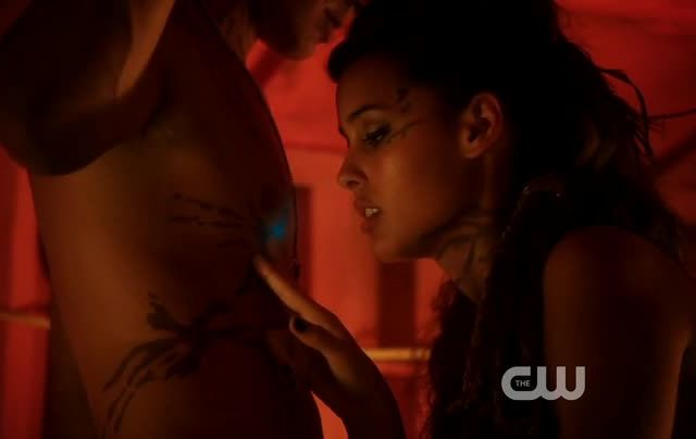 Critiques Séries : Star-Crossed. Saison 1. Episode 3. Our Toll Shall Strive to Mend.