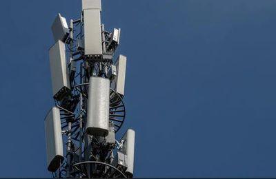 """Le déploiement de la 5G risque de provoquer """"une augmentation significative"""" des émissions de gaz à effet de serre, alerte le Haut Conseil pour le climat"""