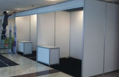 Sewa Stand R8, Stand R8, Jual Partisi R8