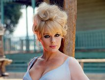 Allemande de muse italienne à pin-up hollywoodienne : Elke Sommer