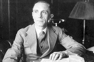 Schacht Asks Goebbels Halt in Propaganda