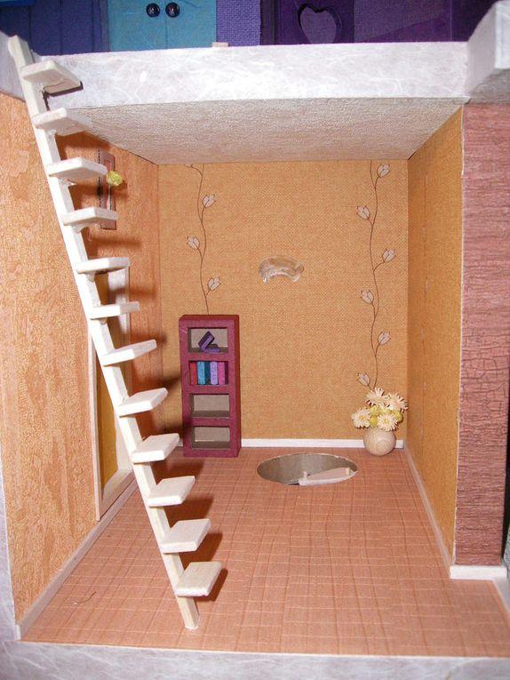Maison miniature en carton recyclé, décorée avec des chutes de papiers déco