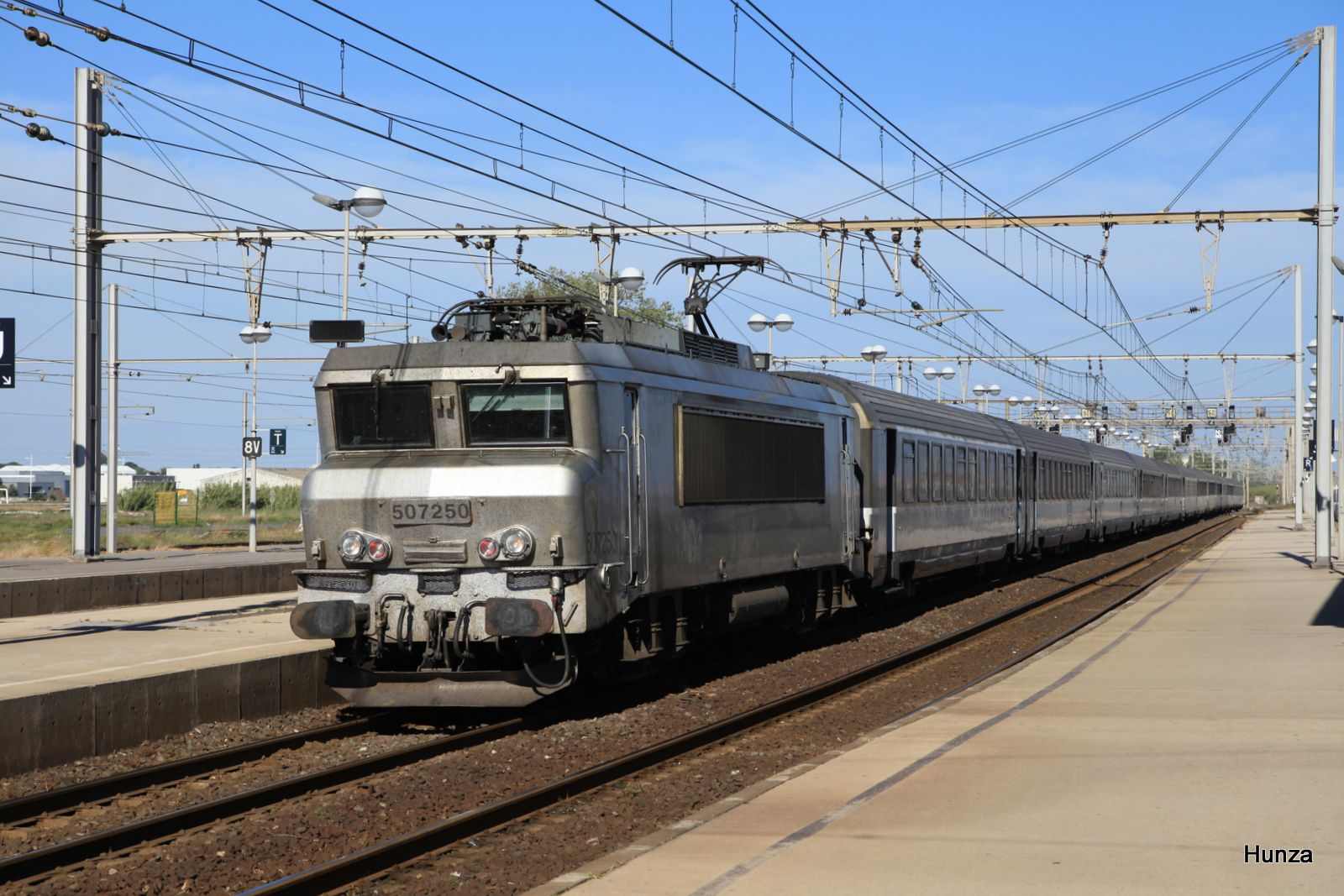 Sète : passage du train Intercités Nice - Bordeaux n°4768 avec la BB 507250 (14 avril 2017)