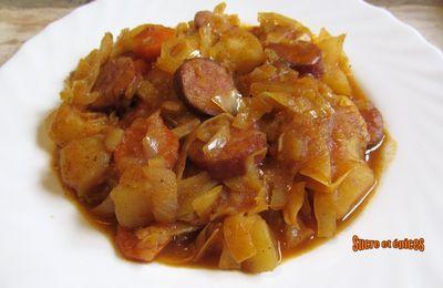 Potée de chou et pommes de terre aux saucisses fumées