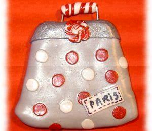 Embellissement fimo: un sac vintage pour le tableau d'une amie