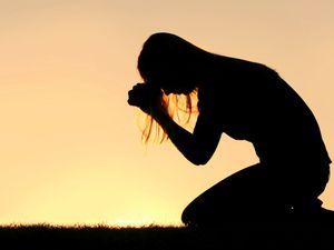« Dans les derniers jours … » : Le pasteur transgenre prêche que Dieu est travesti et Jésus, le premier transsexuel