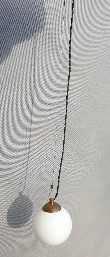 Baladeuse suspension globe verre opalin blanc d13 - 65 euros