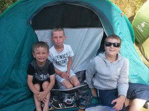 Les petits cuistots dans les tentes !