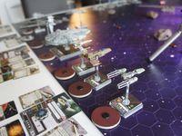Mise en place. D'un coté l'empire au fond et du coté gopro les rebelles ! Au centre les pirates qui decident vu les forces en présence de l'empire  et Dark Vador en tête de foncer vers le bord rebelle !