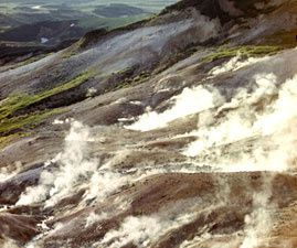 Bolshoi Semiachik thermal field - à gauche, champ thermal Burlyashchy - à droite, le lac Chernoe - photos KSCNET - Un clic pour agrandir.