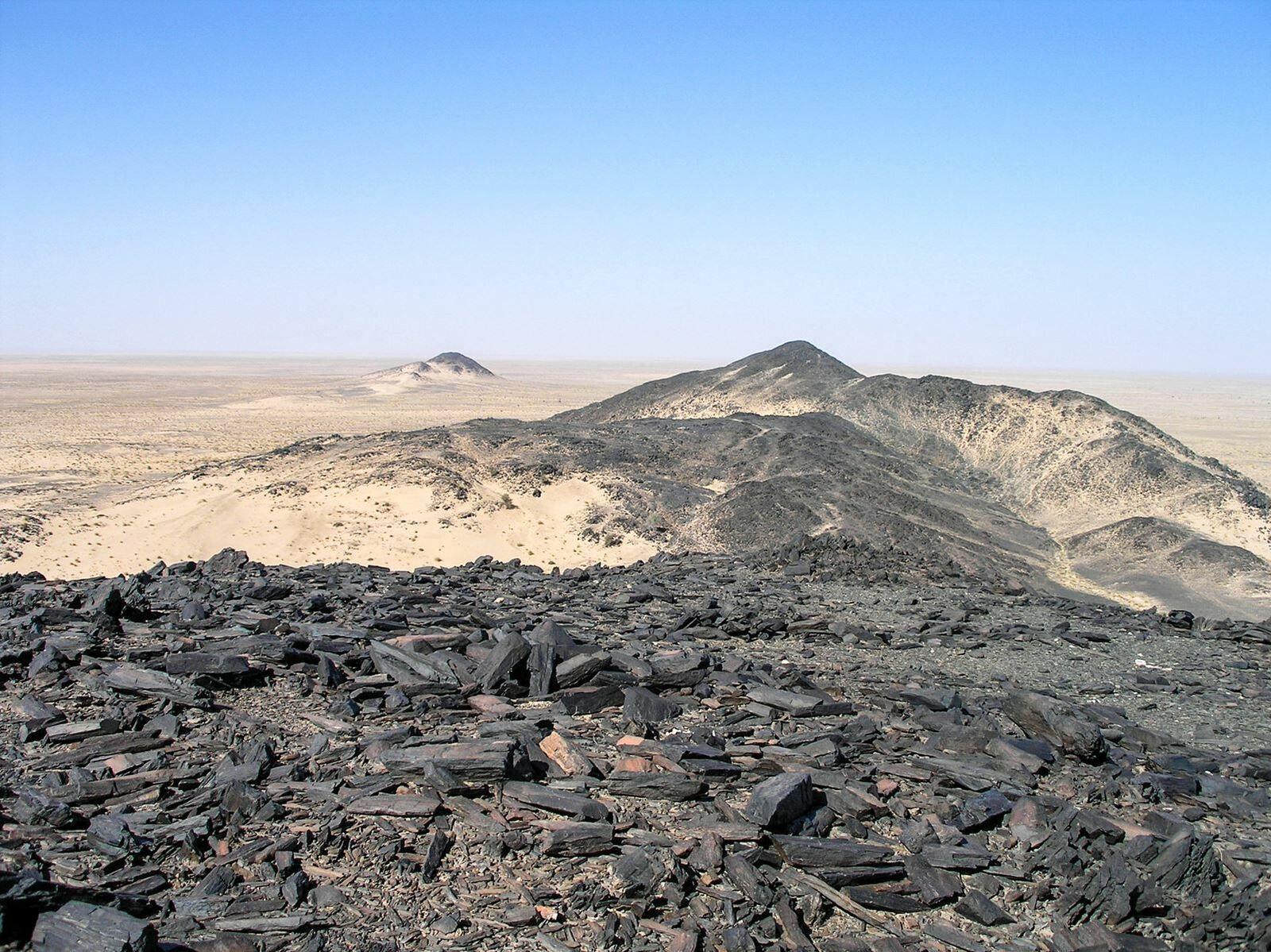 Vue du désert vers Tasiast. On y trouve de nombreuses pointes de fléches en pierres taillées.