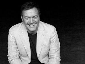 """Mario pelchat, un chanteur québécois investi dans la chanson avec la chanson """"le blues de toi"""" et depuis 2009 il est plutôt producteur"""