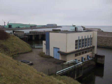 Institution Interdépartementale des Wateringues gére les ouvrages de rejet d'eau à la mer.