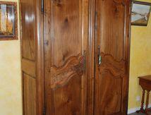 Restauration d'une armoire Louis XV provençale.