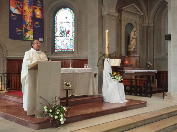 Nous étions nombreux à nous être rassemblés ce dimanche matin de la résurrection, 20 avril 2014.