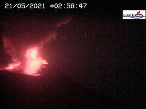 Etna SEC 05/21/2021, respectively at 2:28 am, 2:58 am, 3:59 am and 4:58 am - LAVE webcam - one click to enlarge