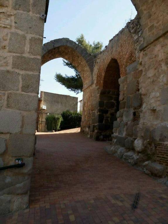 Déjà, le soleil dit sol apparaît à l'horizon. Et puis,  à Maqueda,  château et église étonnante.