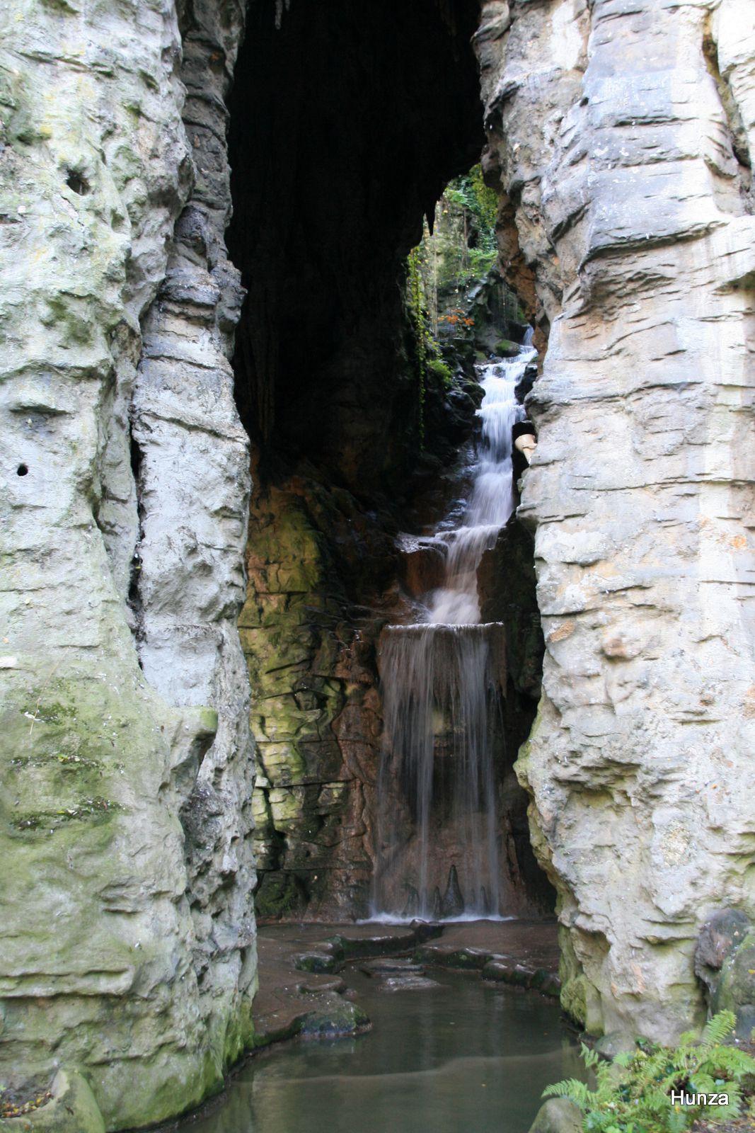 Paris, cascade des Buttes-Chaumont