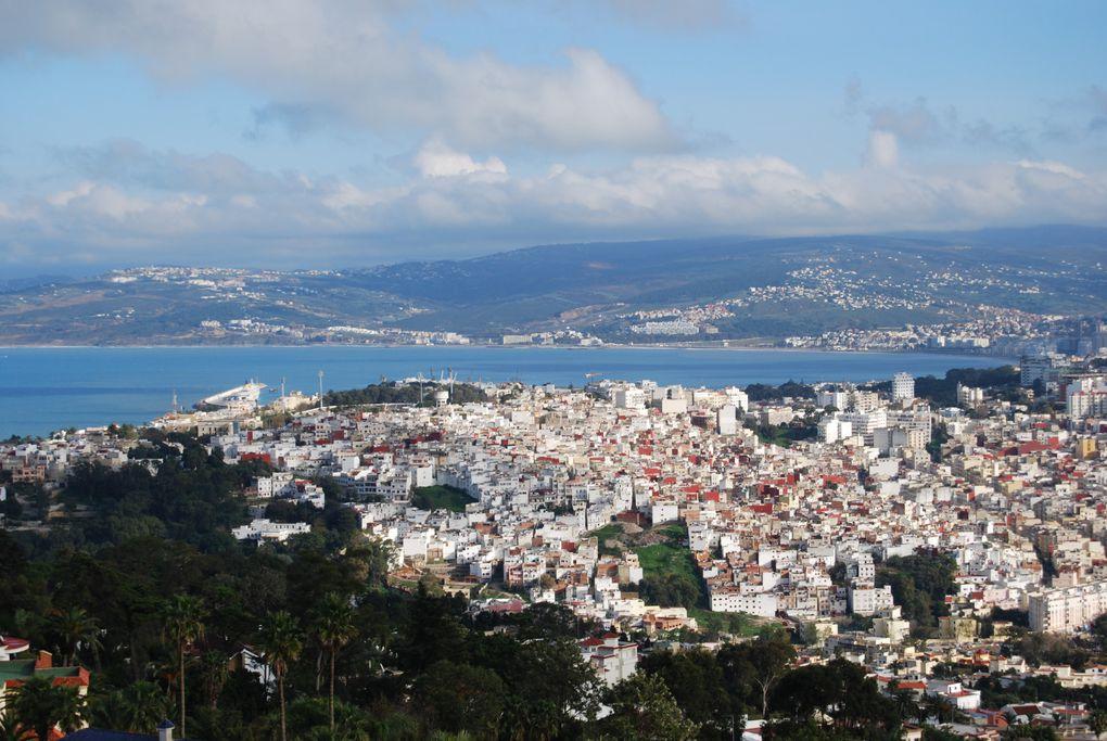 Sidi Amar se trouve sur la route de la montagne, à l'instar, mais cette fois d'un angle opposé de la colline de Sidi Bouhaja à Bir Chifa, Sidi Amar offre une vue exceptionnelle de la ville de Tanger