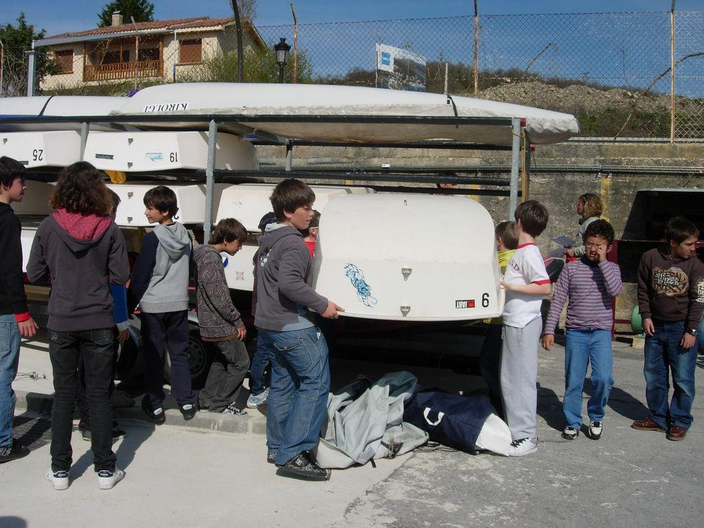 53 jeunes de Hondarribia et Hendaye se sont déplacés ensemble à Vitoria les 18 & 19 AVRIL 2009, pour une régate de federacion Vasca de Vela.