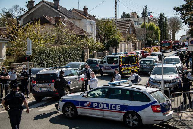 BERTRAND GUAY / AFP  Rambouillet le 23 avril 2021 après l'assassinat de Stéphanie, policière.