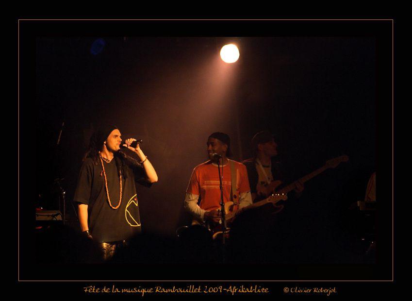 Quelques photos de la fête de la musique de Rambouillet. Nous y voyons, entre autre, Les Lapins Superstars, Afrikablize et La zinzin Family. (Il n'y a actuellement que Afrikablize mais d'autres vont arriver)