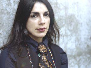 laetitia sheriff, une chanteuse et bassiste française inscrite depuis 10 ans dans le paysage du rock indépendant français