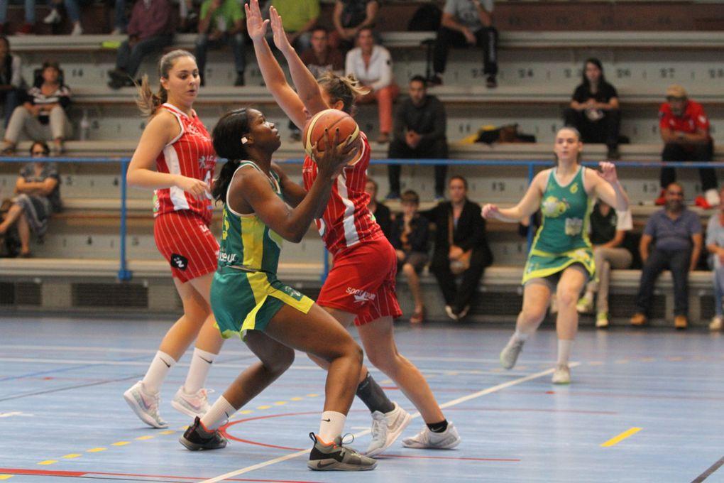 Agnès Razanaka meilleure marqueuse du match a apporté son expérience à l'ensemble vénissian - Photos : © Sports Vénissians