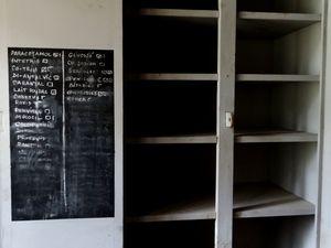 cuisine, chambre de moine, vue d'une chambre (photo J. Chezeau-Launay), armoire à pharmacie...