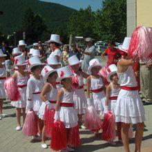 Saint André les Alpes, les majorettes pom pom girls pour les animations du 14 juillet