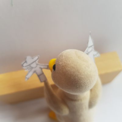 /// Mon ... Notre imagier confiné \\\ page 31 / Une marionnettiste / Une marionnette d'après L'IMAGIER DES GENS de Blexbolex