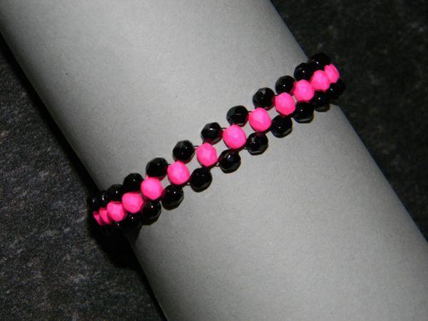 Bracelet en verre de Bohême rose fluo et noir