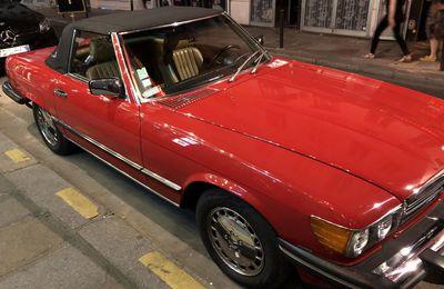 Mercedes rouge américaine