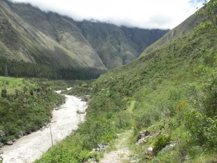 voyage au Machu Picchu depuis Cusco La premiere partie est realisee par Romain Kirikou et Allqu jusqu au km 82 La seconde partie est realisee par Romain et Tatiana