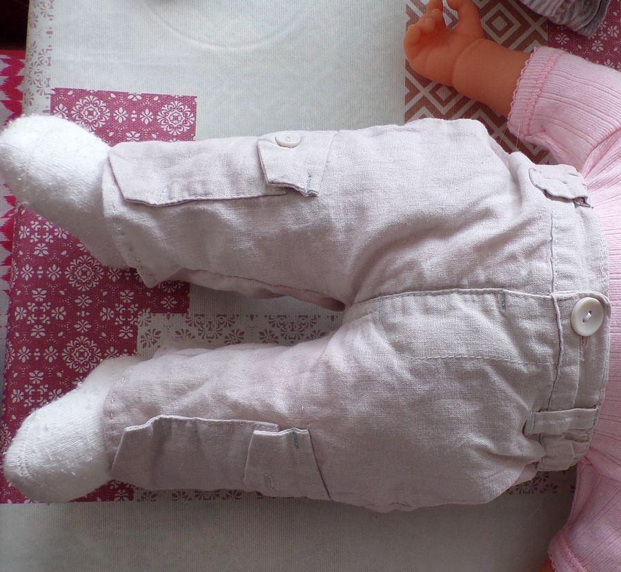 mettre un pantalon de  poupée   à la bonne mesure, couture facile ; Victoria Lynn