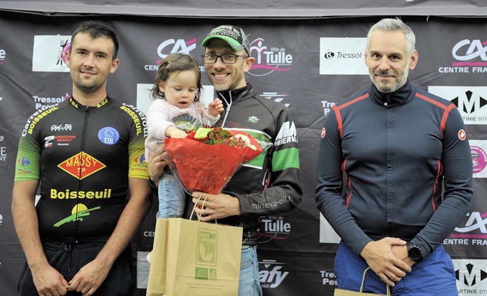 Quatrième succès consécutif pour Nicolas Bastien (au centre de la photo)