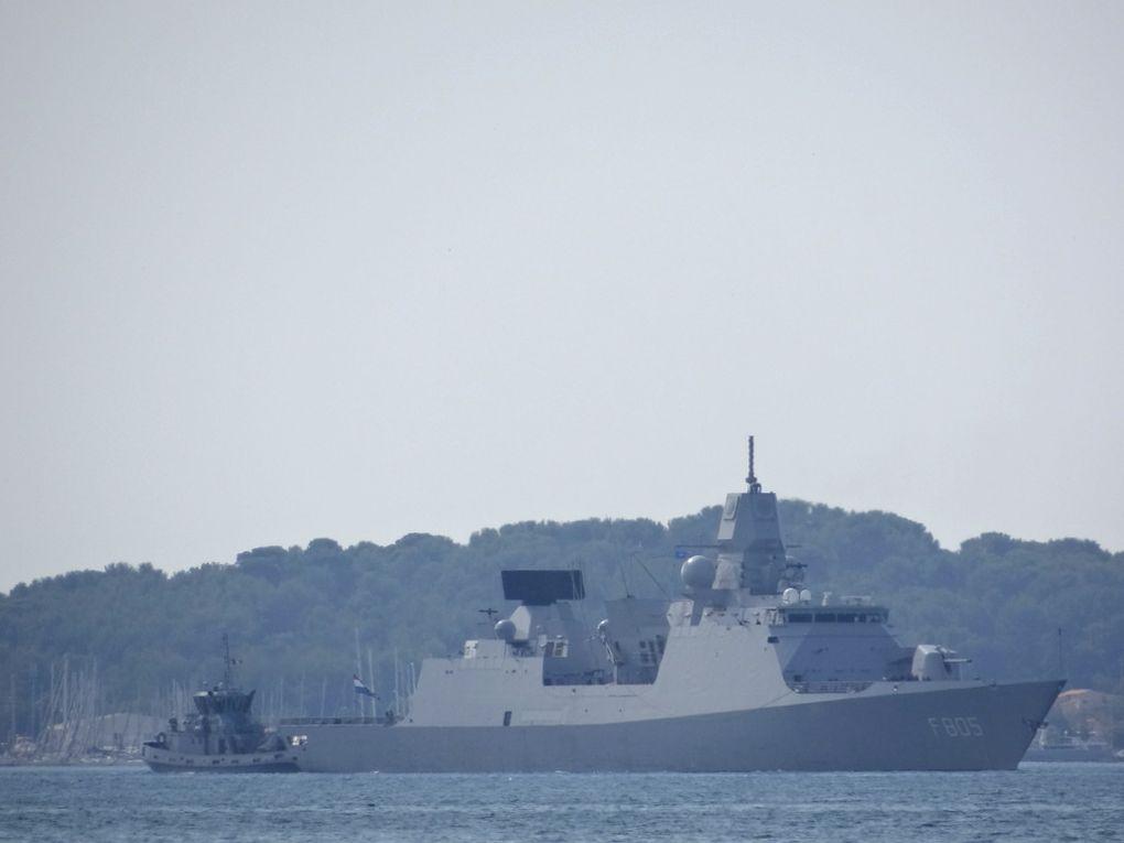 EVERTSEN  , F805 , frégate de la marine royale neerlandaise  arrivant et a quai dans la base navale de Toulon le 26 septembre  2017