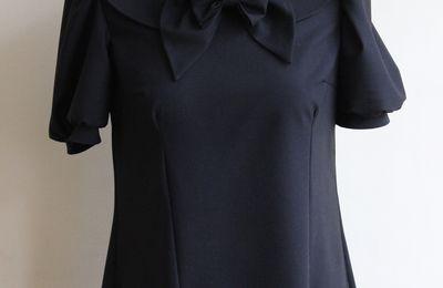Petite robe noire à col claudine