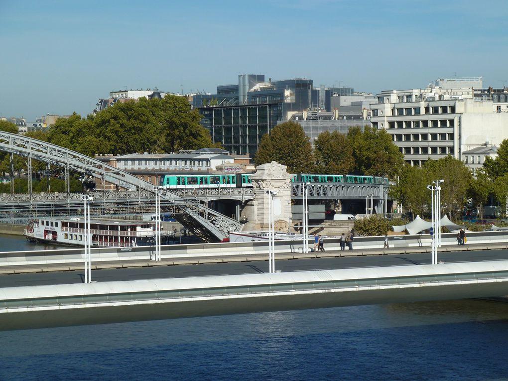 Traversée des Docks de la cité de la mode et du design, d'où la vue sur la Seine et du pont d'Austerlitz est superbe.