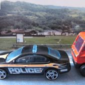 FORD FUSION AVEC RAMPE POLICE HOT WHEELS 1/64 + FORD PACE CAR - car-collector.net