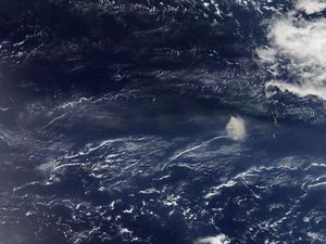 Nishinoshima - 07/30/2020 - Nasa worldview image and volcanic ash adisory / VAAC Tokyo image - one click to enlarge