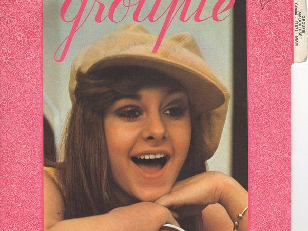 """groupie, une chanteuse française d'origine espagnole qui menait une vie de bohème et qui enregistra le 45 tours """"amoureuse"""""""