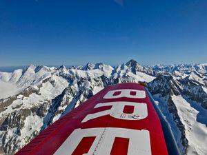En vol au dessus de l'Eiger, du Mönsch et de la Jungfrau