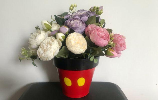 Do It Yourself : customiser un pot de fleurs aux couleurs de Mickey Mouse !