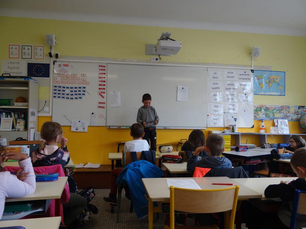Les enfants de CE2-CM1 participent à la semaine de l'écriture.
